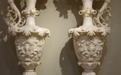 Paire de grandes aiguières en albâtre, fin XIXe siècle