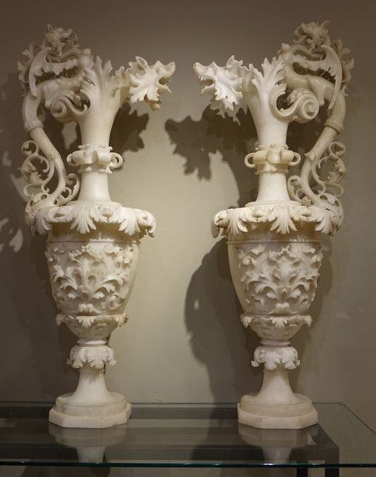 Aiguières Albâtre Antiquités la Crédence Antiquaire Paris