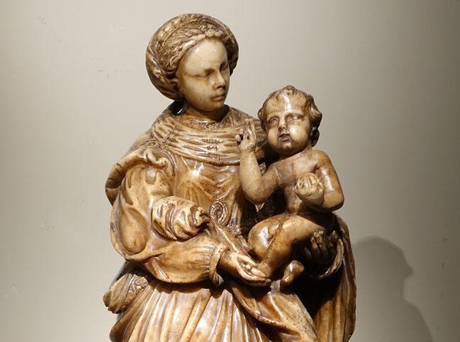 Sculpture Grande Vierge Albâtre 16 siècle Antiquités la Crédence Antiquaire Paris