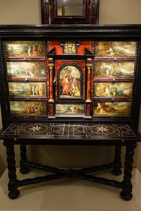 Mobilier- Cabinet A Peinture 17e Siecle -la Credence Antiquaire A Paris