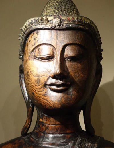 Grande statue de Bouddha debout
