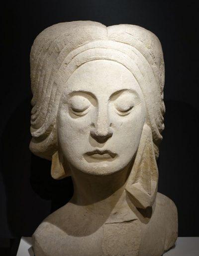 Une tête de Femme en pierre Circa 1925