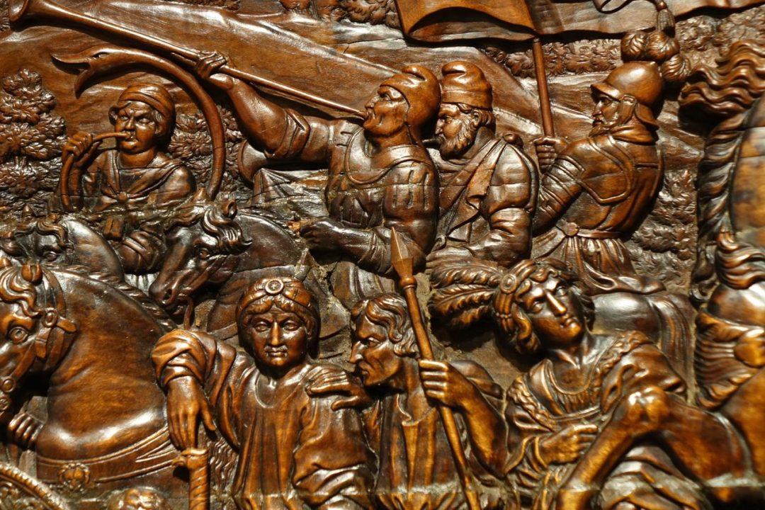 Panneau en bois de cèdre sculpté XVIIe s