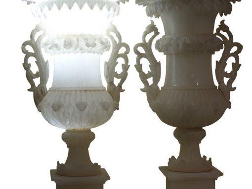A pair of Medici alabaster vases. Circa 1880 antique store la credence paris