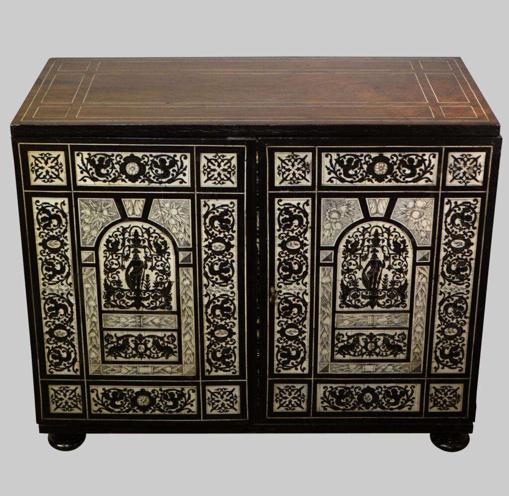 MOBILIER cabinet augsbourg 17e siecle la credence antiquites paris Mobilier Cabinet AUGSBOURG 17e siecleDSC08133 copie