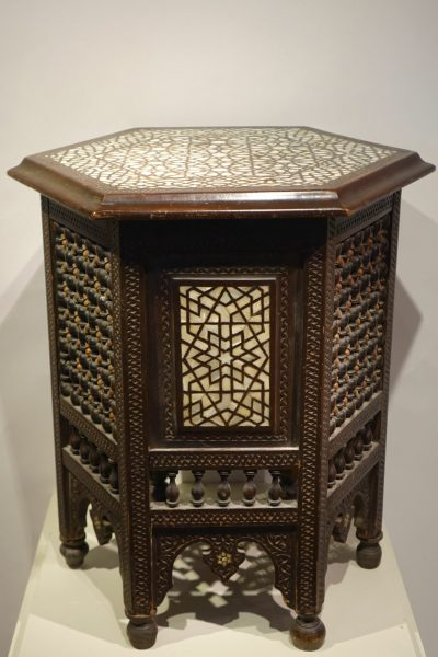 Hexagonal table in cedar and mother-of-pearl,Syria, late 19th c. LA CREDENCE ANTIQUE STORE PARIS