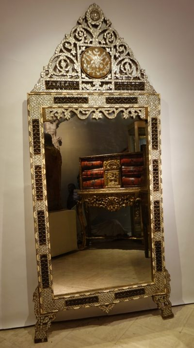 Large mirror with mother-of-pearl inlay, Syria, late 19th century la credence antiques paris