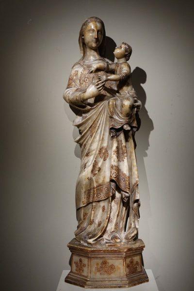 Virgin and Child in Alabaster 16th Century antique dealer la credence paris