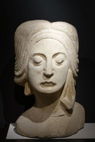 TETE DE FEMME 1925 EN TUFFEAU-05089_antiquites la credence paris